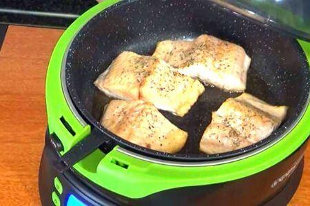 cesto con salmón cocinado enfreidora sin aceite Cecotec Cecofry 4D