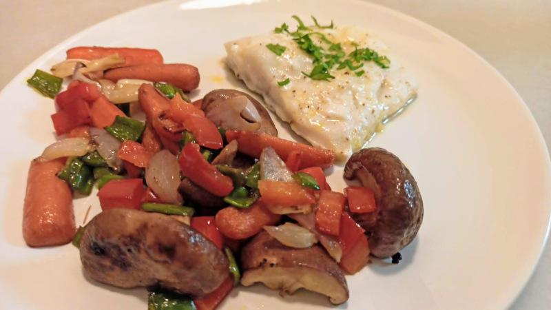 Bacalao con verduras y setas con salsa de miel y soja