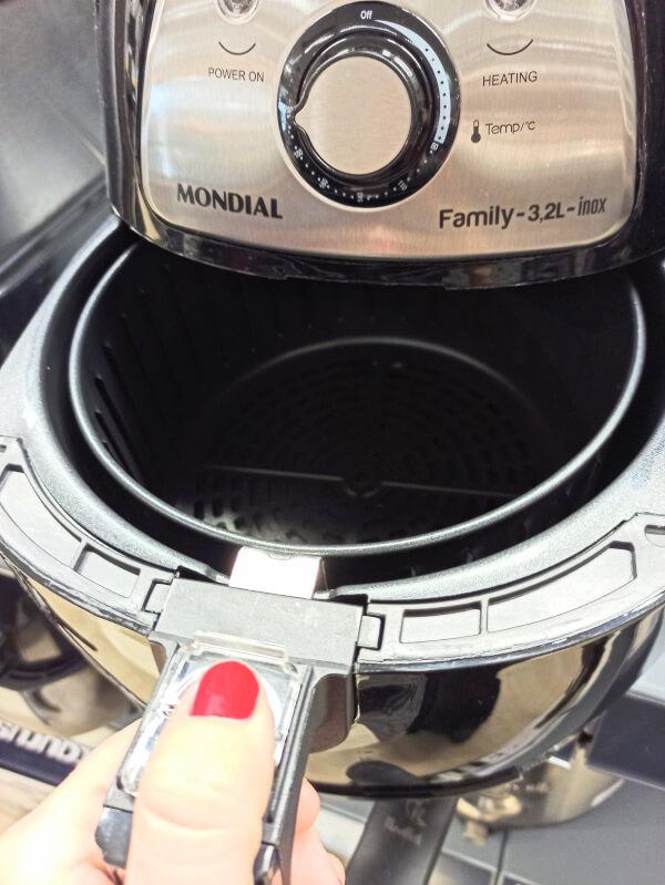 cesto de 3,2 litros freidora de aire Mondial naf03