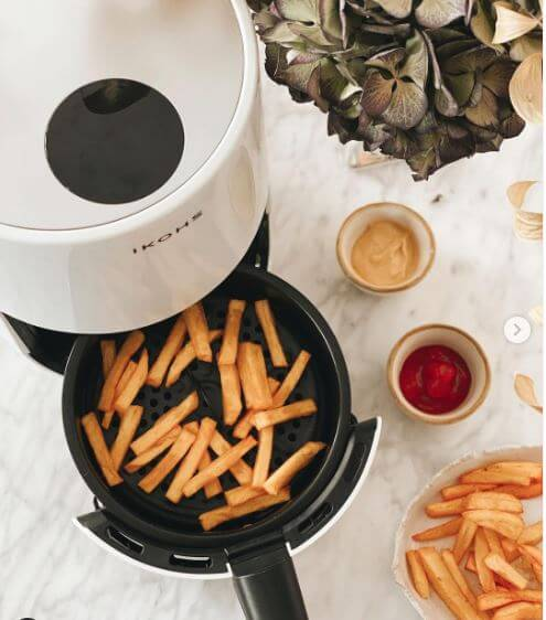 airfryer Create Ikohs cocinando patatas fritas